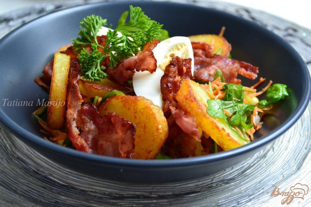 Фото приготовление рецепта: Овощной салат  с хрустящим беконом шаг №7