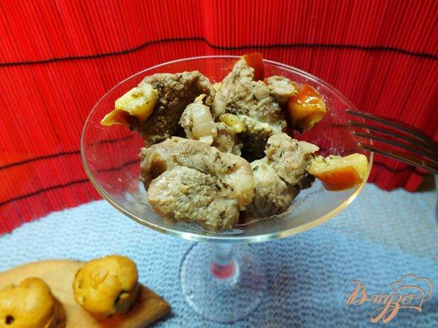 фото рецепта: Говядина запеченная со сливой и ароматными травами