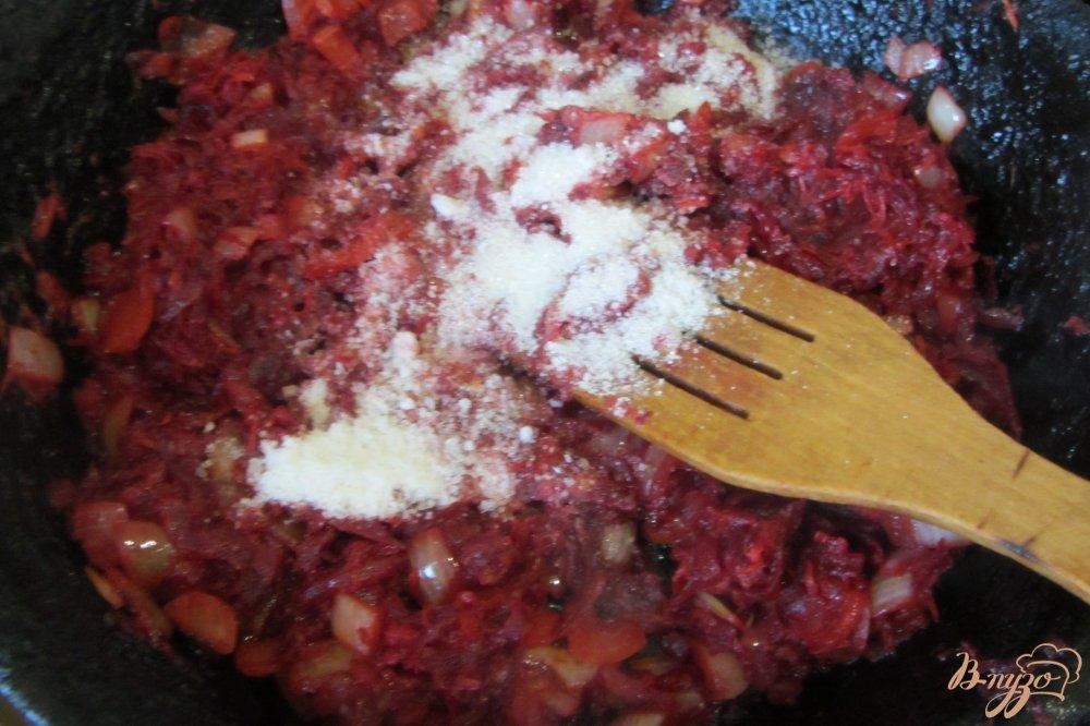 Фото приготовление рецепта: Борщ по-полтавски с грибами и яблоками шаг №6