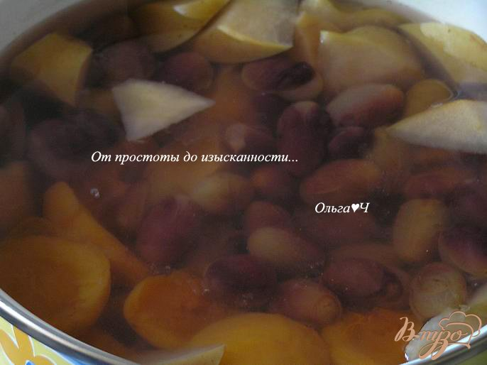 Фото приготовление рецепта: Кисель из яблок, абрикосов и винограда с желфиксом шаг №2