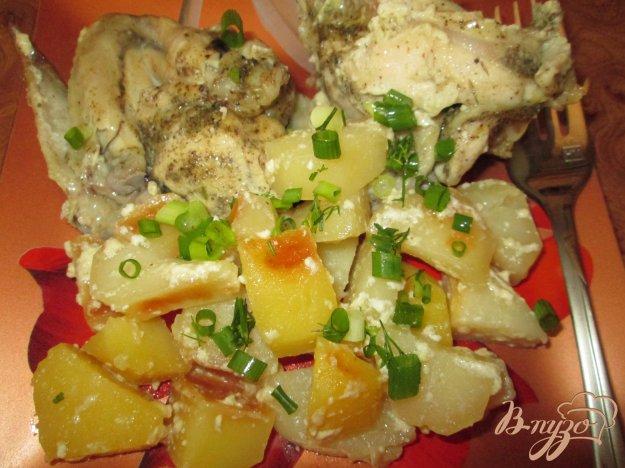 фото рецепта: Нежная курица с картошкой в кулинарном рукаве