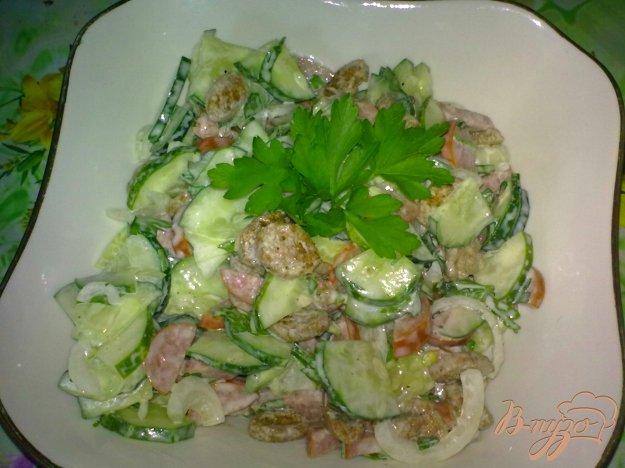 Рецепт Салат из огурцов с колбасками