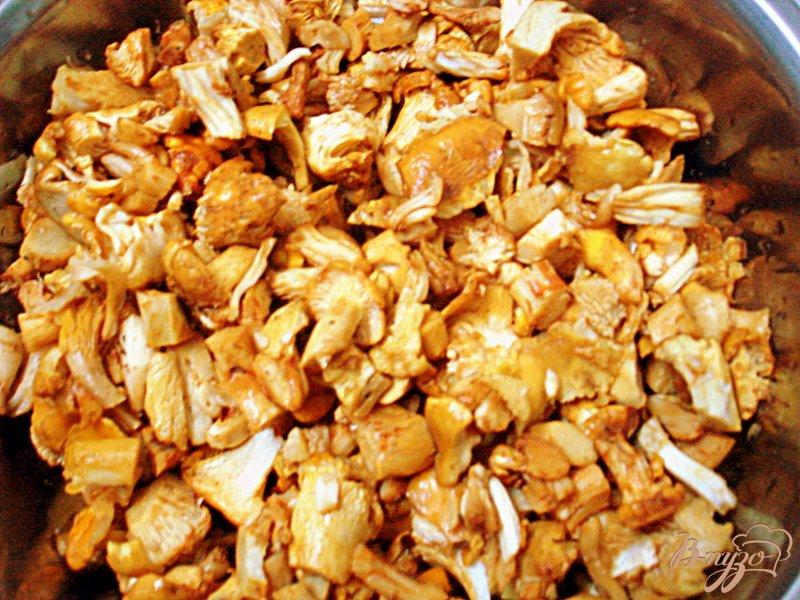 Фото приготовление рецепта: Лисички с вином и со сливками шаг №1