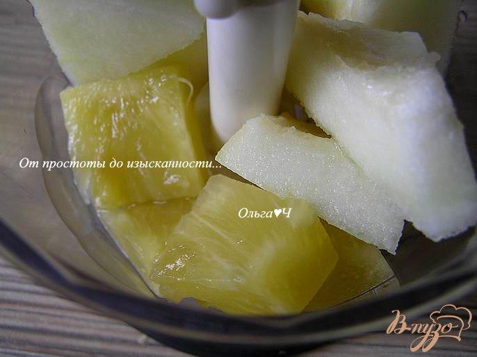 Фото приготовление рецепта: Дынно-ананасовый коктейль шаг №1