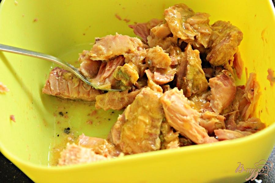 Фото приготовление рецепта: Средиземный сэндвич с тунцом шаг №2