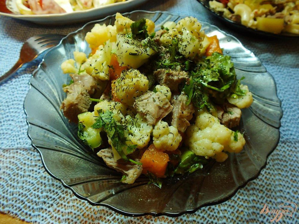 Фото приготовление рецепта: Мясной салат с отварными овощами шаг №11