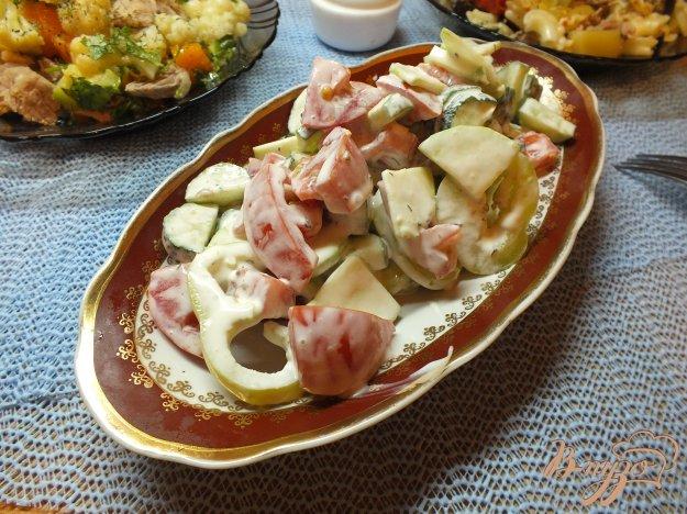 Рецепт Салат с сырыми кабачками