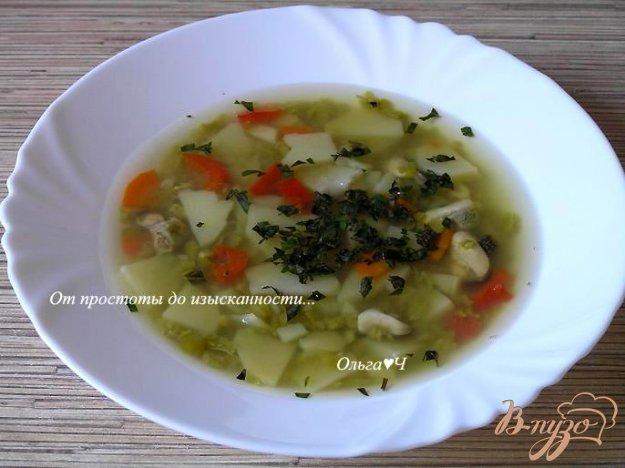 фото рецепта: Суп из зеленого гороха с мидиями и базиликом