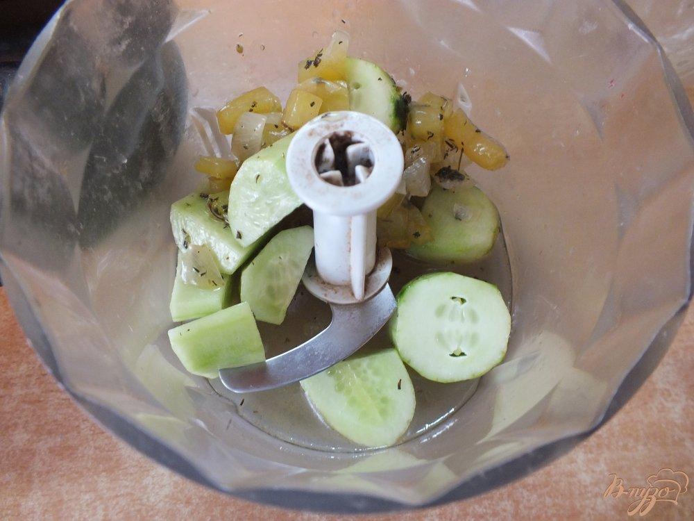 Фото приготовление рецепта: Холодный огуречный суп пюре шаг №6