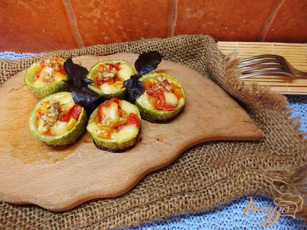 Рецепт Кабачки с сыром, грецким орехом и помидорами