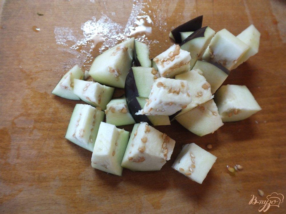Фото приготовление рецепта: Теплый салат с сердечками шаг №4