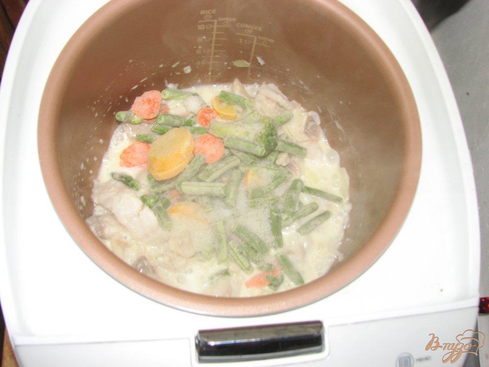 Фото приготовление рецепта: Тилапия с овощами шаг №4