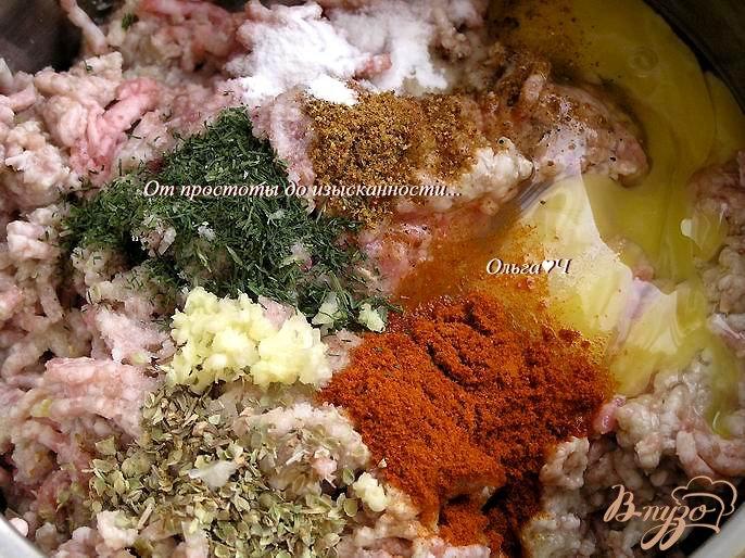 Фото приготовление рецепта: Тефтели в томатном соусе со спагетти шаг №1