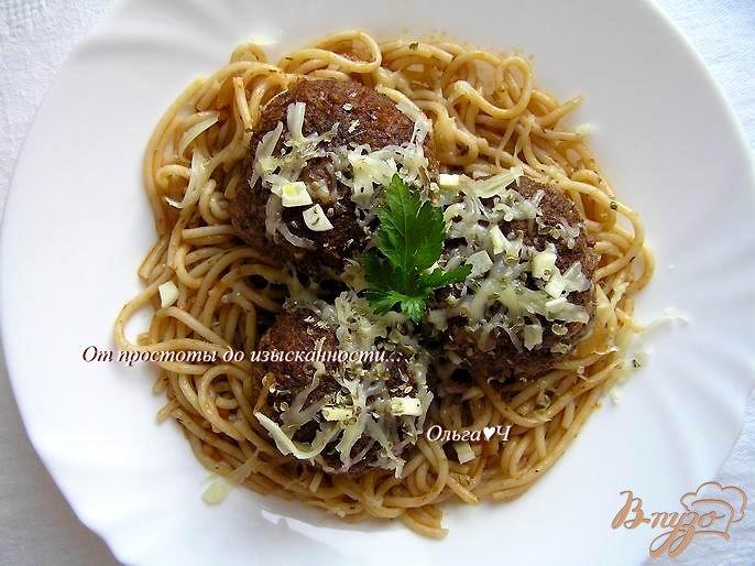 Фото приготовление рецепта: Тефтели в томатном соусе со спагетти шаг №9