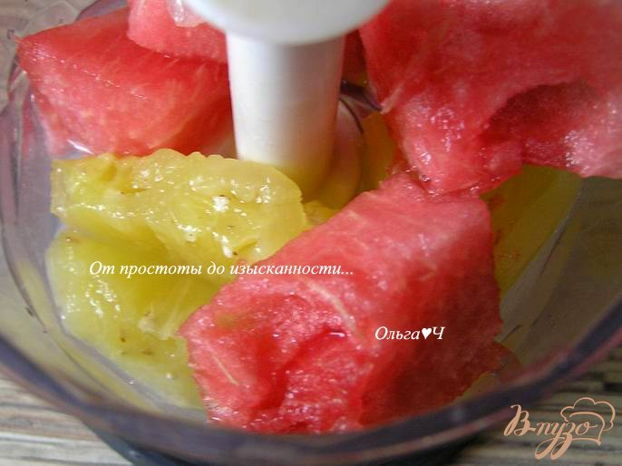Фото приготовление рецепта: Арбузно-ананасовый коктейль шаг №1