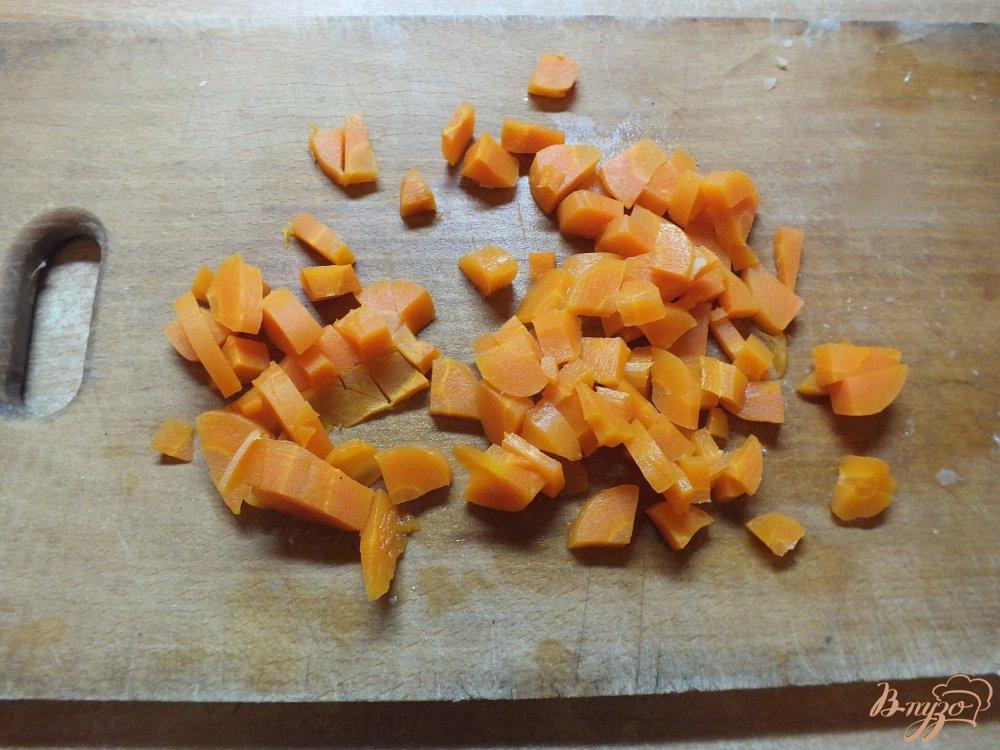 Фото приготовление рецепта: Салат с отварной рыбой шаг №6