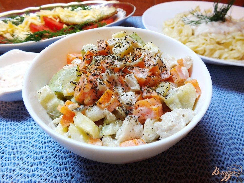 Фото приготовление рецепта: Салат с отварной рыбой шаг №8