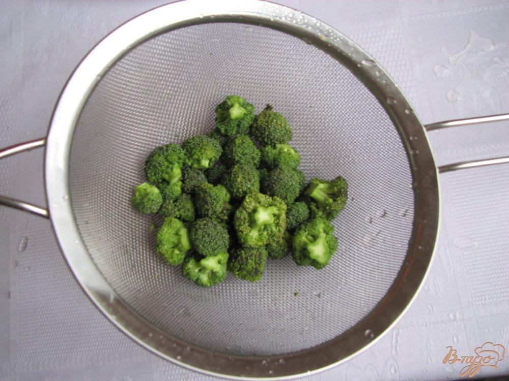 Фото приготовление рецепта: Куринный суп с брокколи шаг №4