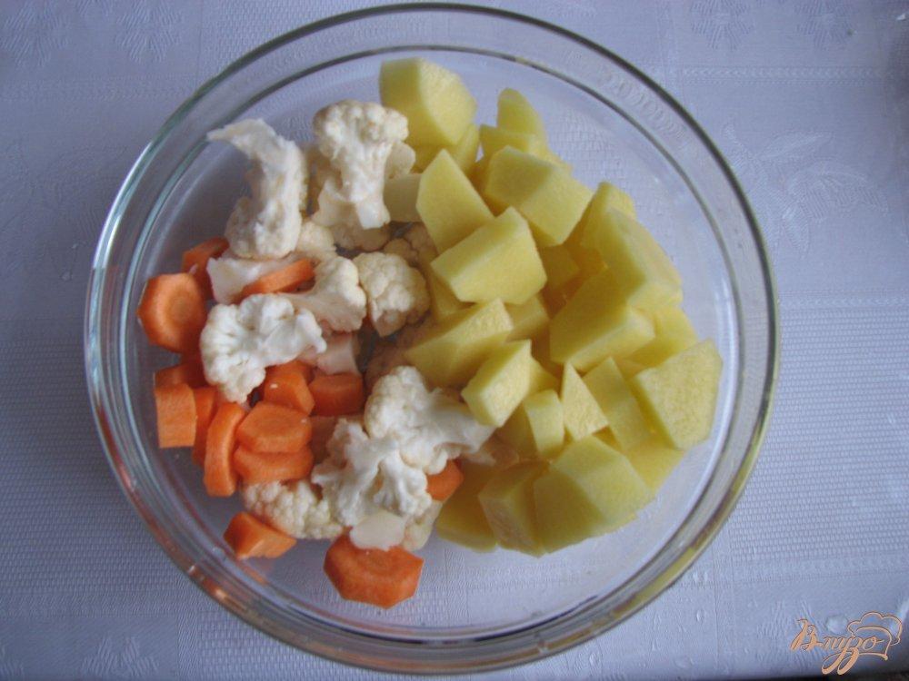 Фото приготовление рецепта: Куринный суп с брокколи шаг №3