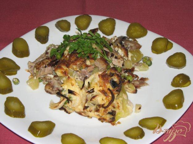 фото рецепта: Мясо с овощами под сырной шапкой.
