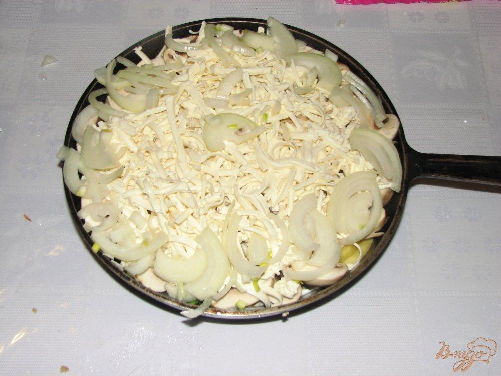 Фото приготовление рецепта: Мясо с овощами под сырной шапкой. шаг №5
