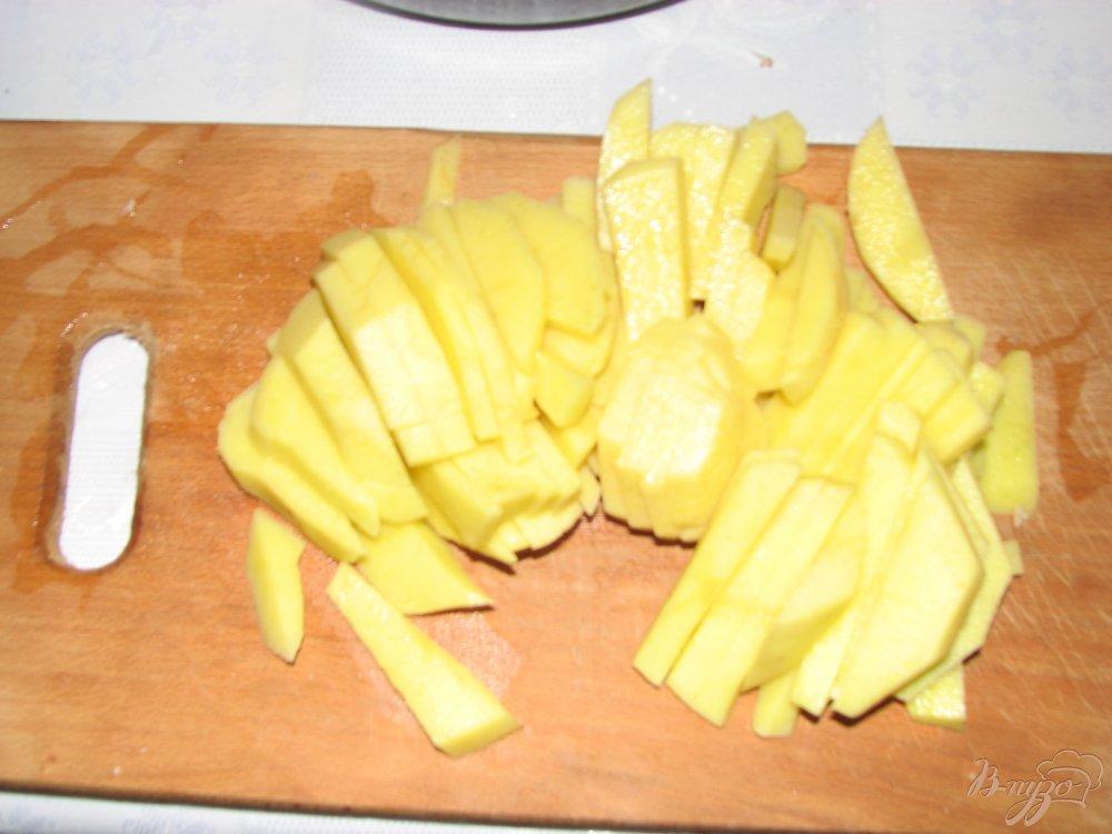 Фото приготовление рецепта: Мясо с овощами под сырной шапкой. шаг №2