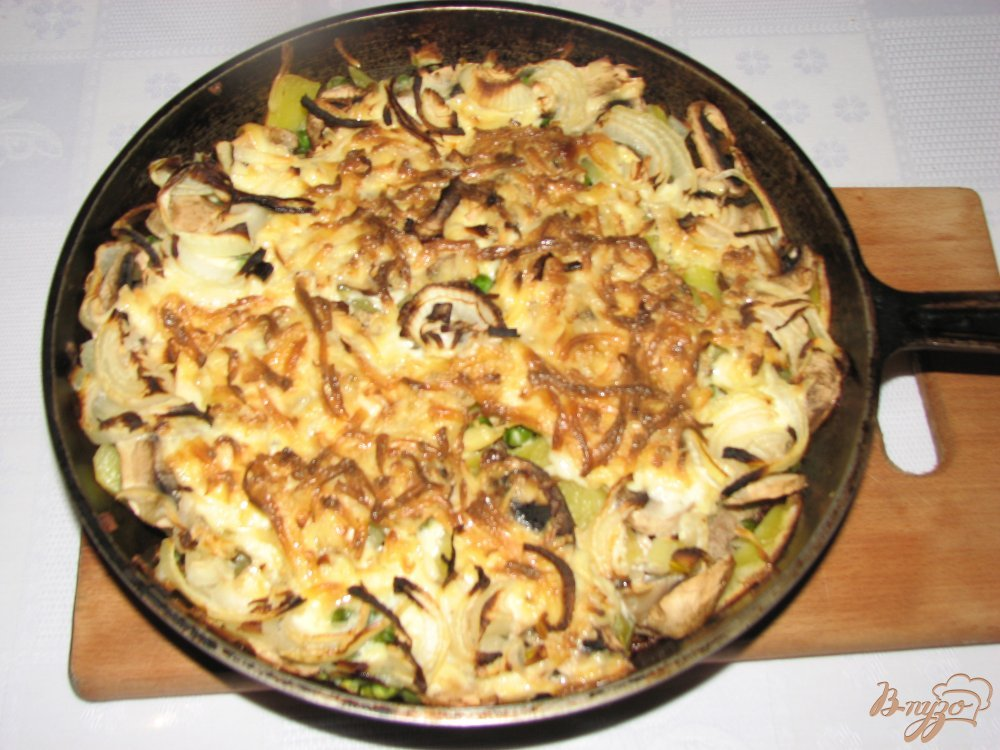 Фото приготовление рецепта: Мясо с овощами под сырной шапкой. шаг №6