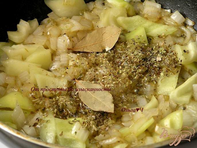 Фото приготовление рецепта: Фрикасе из курицы по-креольски шаг №3