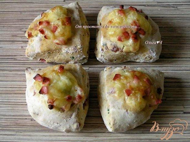 Содовый хлеб с колбасой и сыром