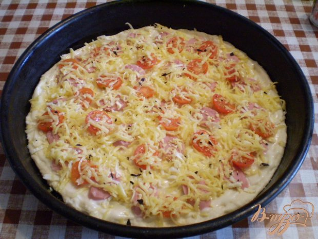Пицца с помидорами черри и базиликом