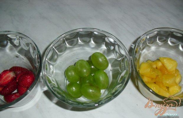Десерт из запеченной ряженки с фруктами и ягодами