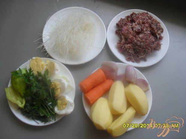 Суп с фрикадельками и рисовой вермишелью.