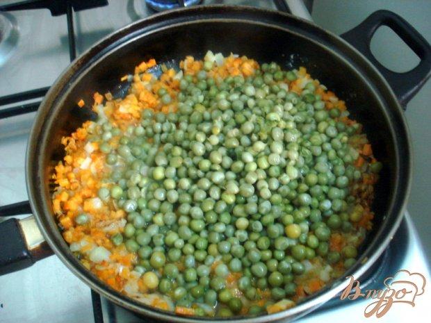 Зелёный горошек с морковью в соусе