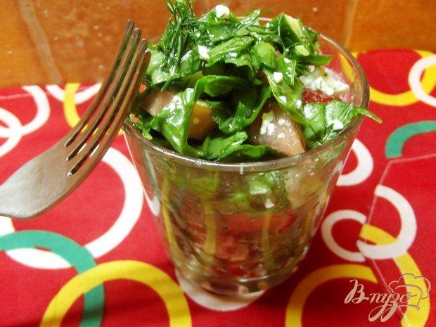 Салат с клубникой и брынзой