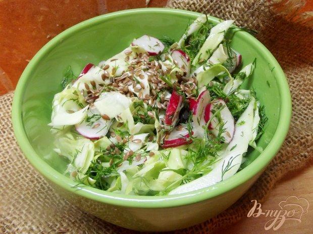 Салат с льняным семенем и редиской