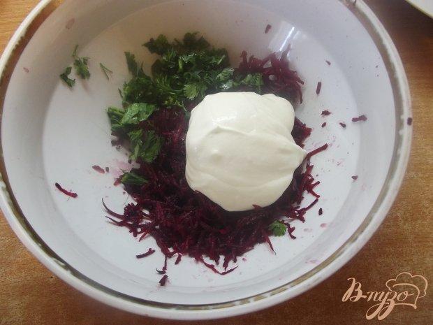 Салат закусочный из кинзы и свеклы