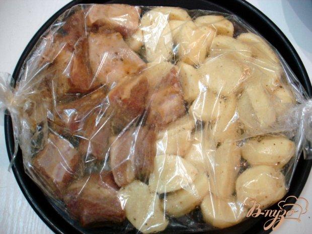 Свиные рёбрышки запеченные с картофелем