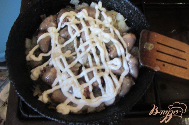 Куриные сердечки в сметаном соусе