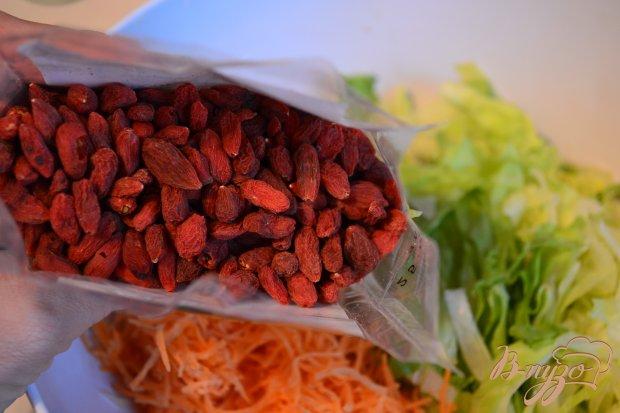 Овощной салат с ягодами годжи