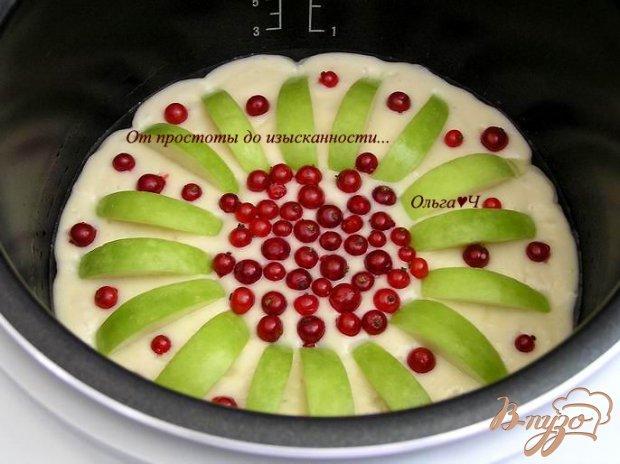 Пирог с яблоком и красной смородиной (в мультиварке)