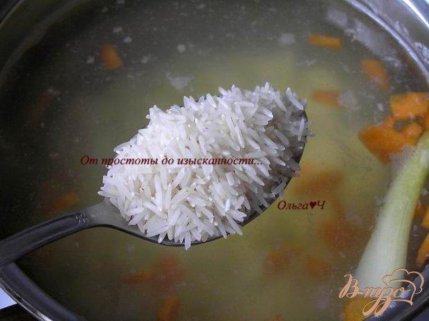 Суп с рисом, консервой и базиликом