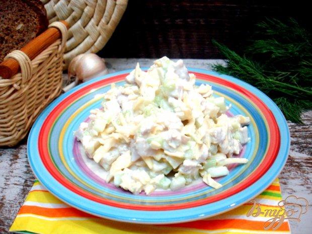 Салат с сыром, огурцом и ананасом