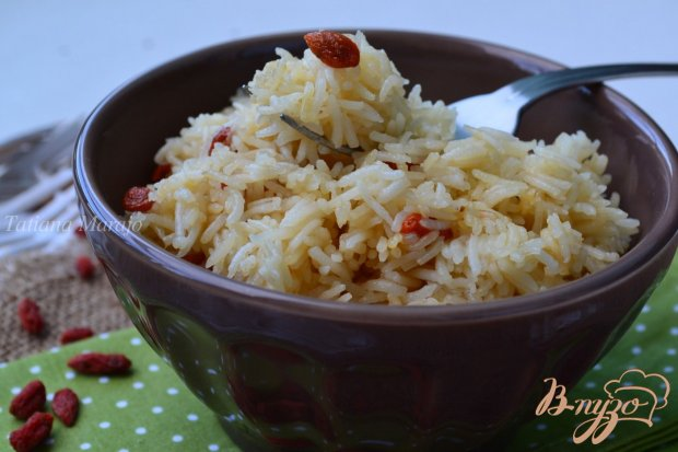 Отварной рис с ягодами годжи