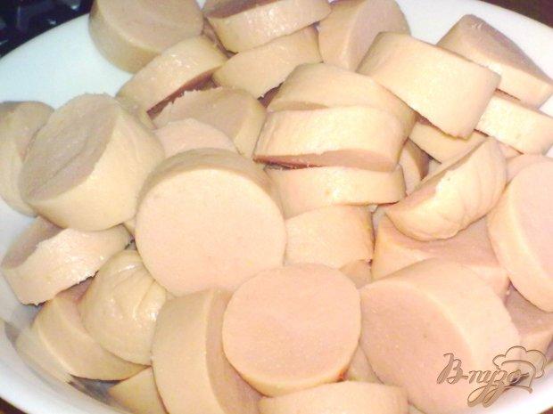 Картофель с сосисками в горшочке
