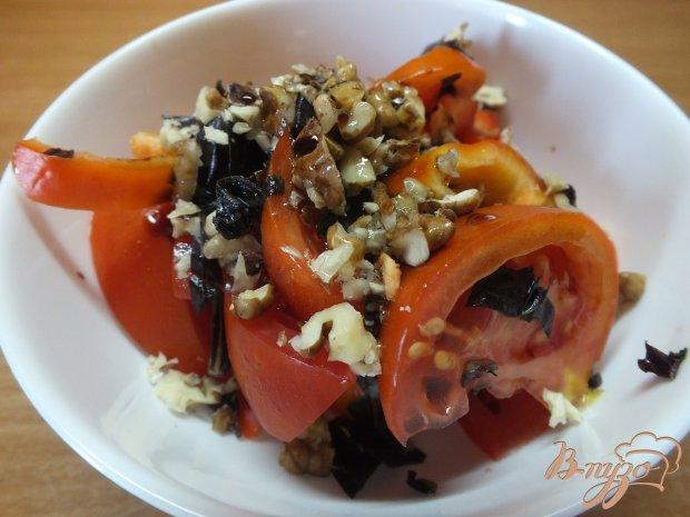 Восточный салат из помидор с грецким орехом и базиликом