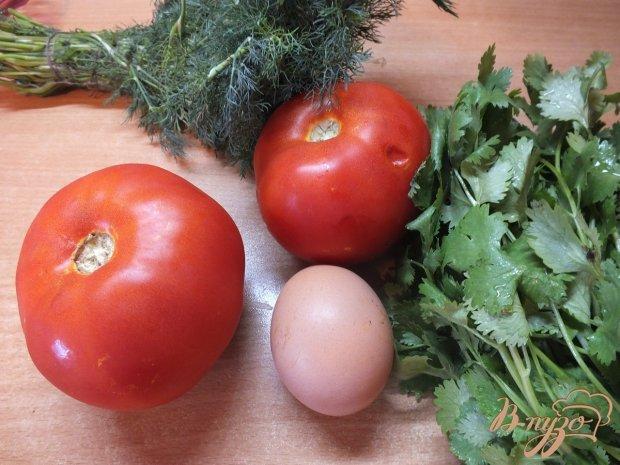 Помидор запеченный с яйцо и зеленью