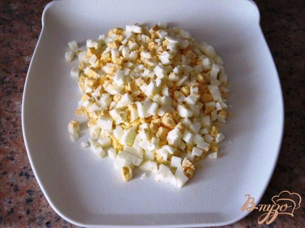 Салат из яиц с огурцами и зеленью