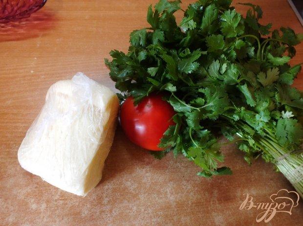 Грузинский салат из овощей с сыром сулугуни и горчичным маслом