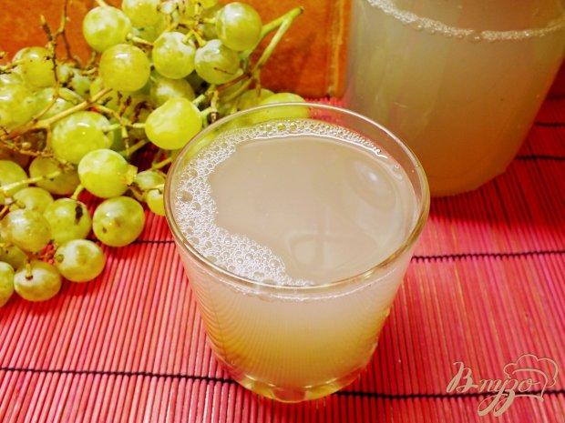 Виноградно-грушевый компот с мускатным орехом