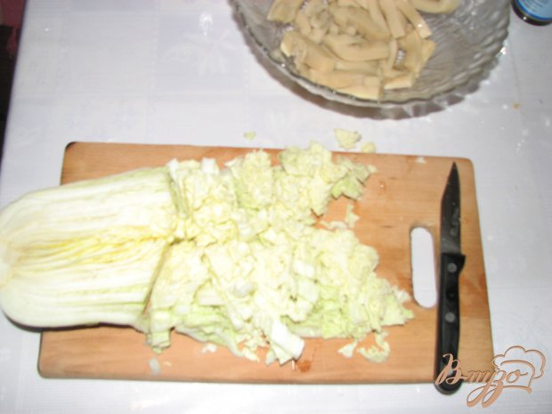 Салат с кальмаром и пекинской капустой